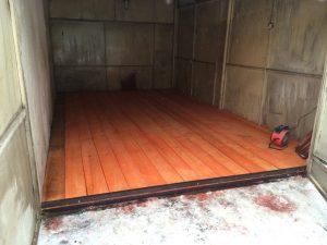 Деревянный пол в гараже