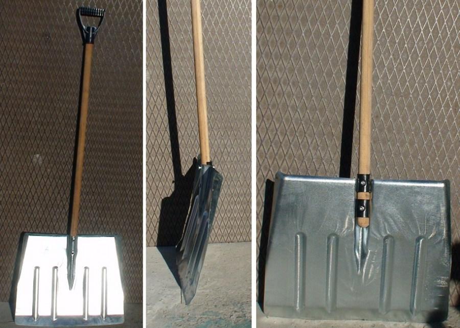Металлическая лопата для уборки снега